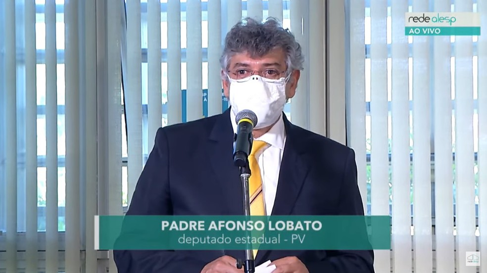 Padre Afonso Lobato (PV) assume nesta sexta-feira (9) como suplente na Assembleia Legislativa de São Paulo, após suspensão do mandato de Fernando Cury (Cidadania), que passou a mão na colega Isa Penna (PSOL) — Foto: Rede Alesp/Reprodução
