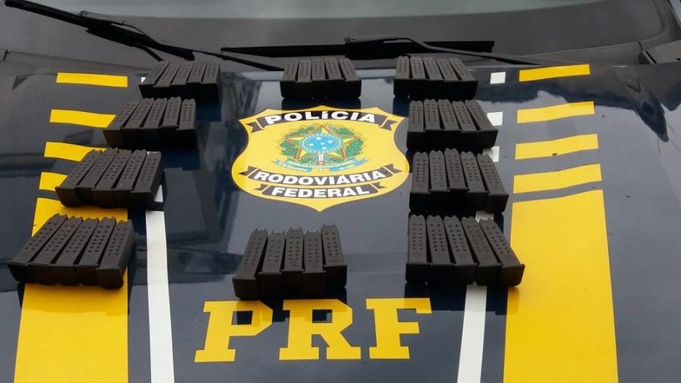 PRF apreende 460 kg de maconha e 50 carregadores na BR-040 — Foto: Divulgação/Polícia Rodoviária Federal