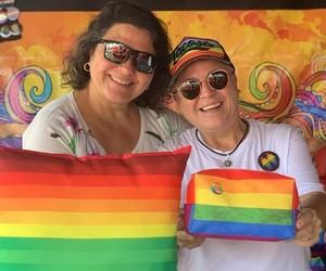 Quiosque da Cris lucra com público LGBT na Baixada Santista e abre loja virtual