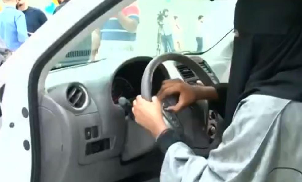 Feira de carros só para mulheres faz sucesso na Arábia Saudita — Foto: Reprodução