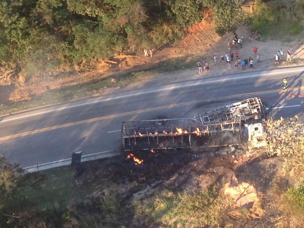 Tragédia na BR-101 mata 11 pessoas no Espírito Santo (Foto: Divulgação/ Notaer)