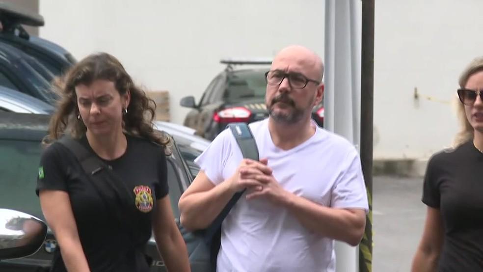 Orlando Diniz dentro da sede da Polícia Federal, na Zona Portuária do Rio (Foto: Reprodução/ TV Globo)