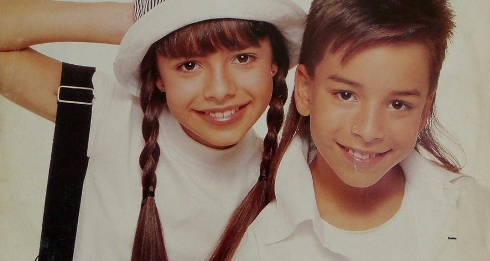 Sandy & Junior na capa do álbum 'Pra dançar com você', de 1994 — Foto: Reprodução