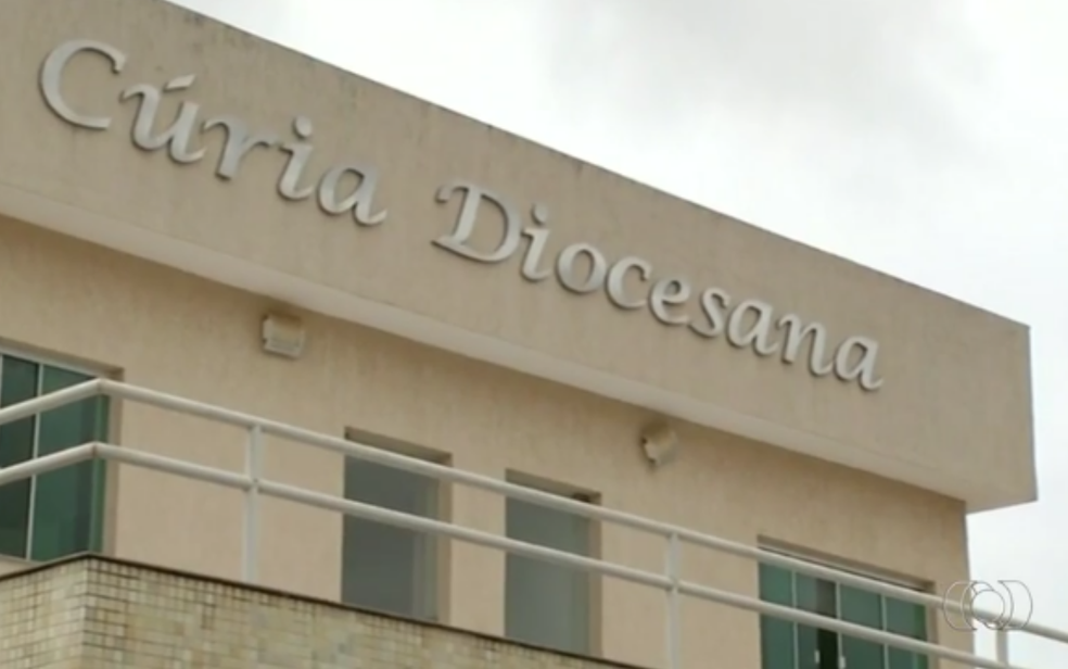 Fachada da Cúria Diocesana de Formosa, em Goiás (Foto: TV Anhanguera/Reprodução)