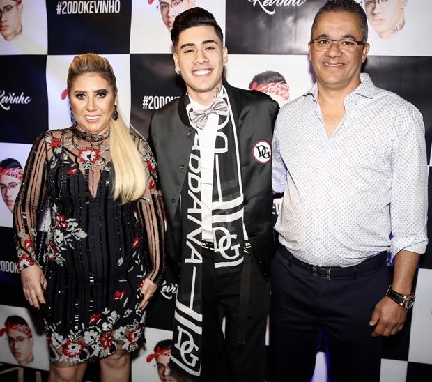 kevinho e os pais (Foto: Manuela Scarpa/Brazil News)