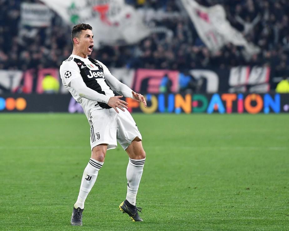 Uefa multa Cristiano Ronaldo por comemoração com gesto obsceno após hat-trick