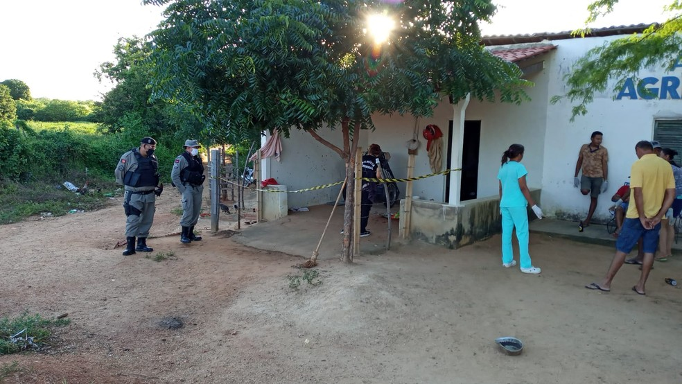 Chacina em Catolé do Rocha aconteceu neste domingo (21) — Foto: Beto Silva/TV Paraíba