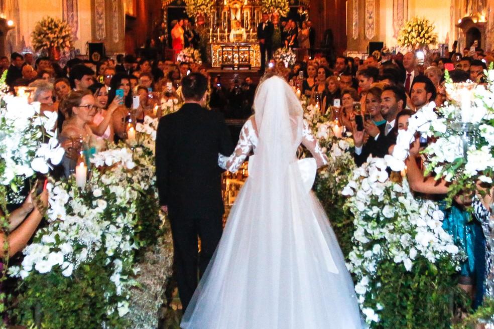 Recomendação de especialistas para não gastar mais que o previsto na festa de casamento é fazer planejamento realista.  (Foto: Celso Tavares/G1)