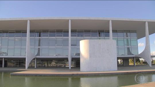 Temer acompanha leitura do relatório sobre sua denúncia no Planalto