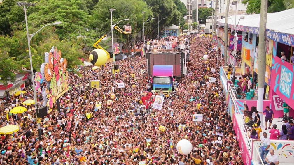 Trio de Ivete Sangalo agita multidão no Campo Grande no último dia de folia — Foto: Márcio Reis /Ag Haack