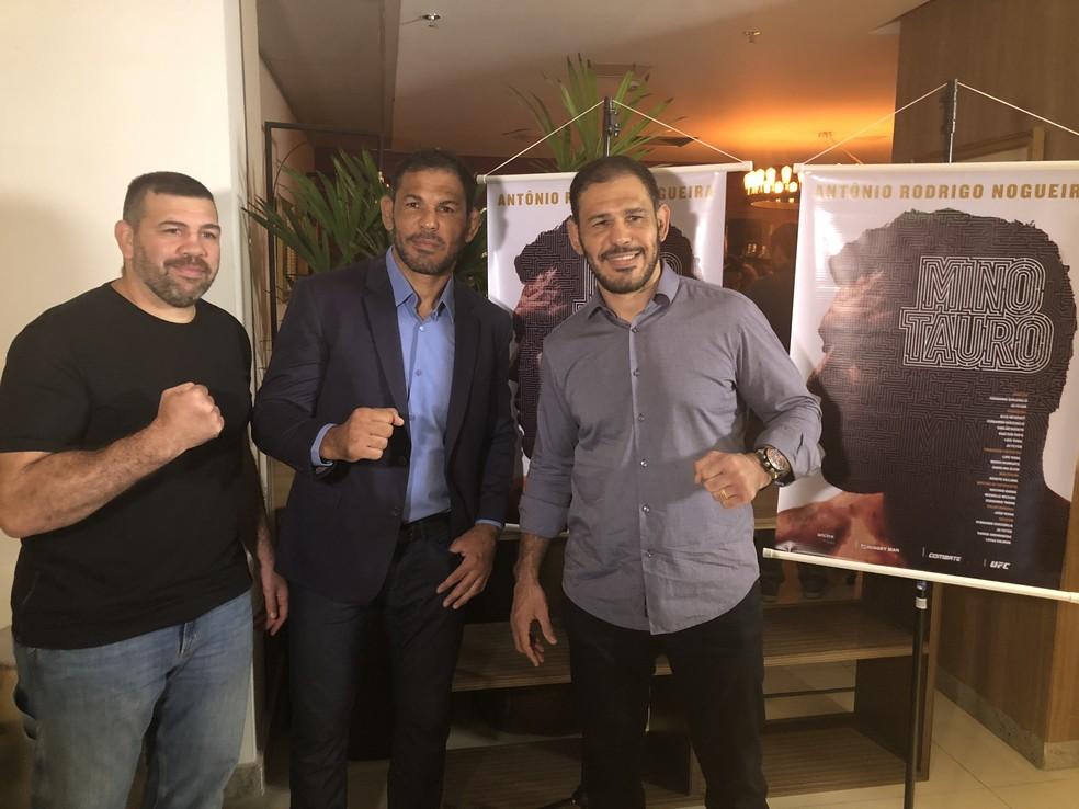 Pedro Rizzo, Minotauro e Minotouro juntos no lançamento do documentário (Foto: Ana Hissa)