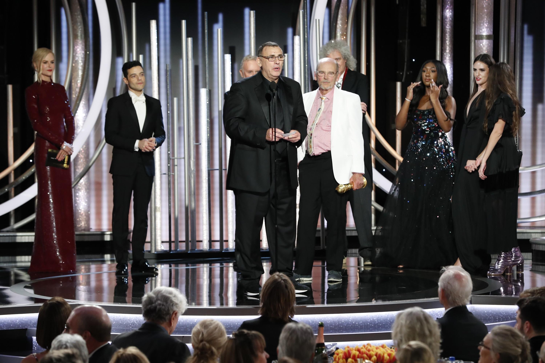 Equipe de Bohemian Rapsody recebe o Globo de Ouro de Melhor Filme Dramático (Foto: getty)