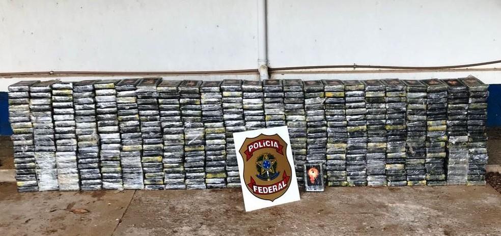 A droga era enviada para a Europa em blocos de concreto. — Foto: Polícia Federal/Divulgação
