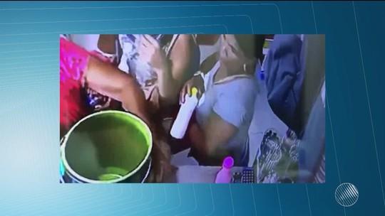 Câmera flagra mulher furtando celular de bolsa de cliente em loja na Bahia