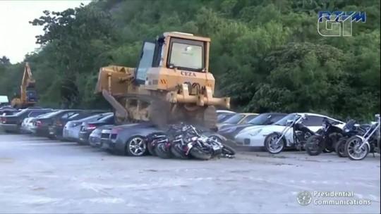 Carros de luxo contrabandeados são destruídos nas Filipinas; vídeo