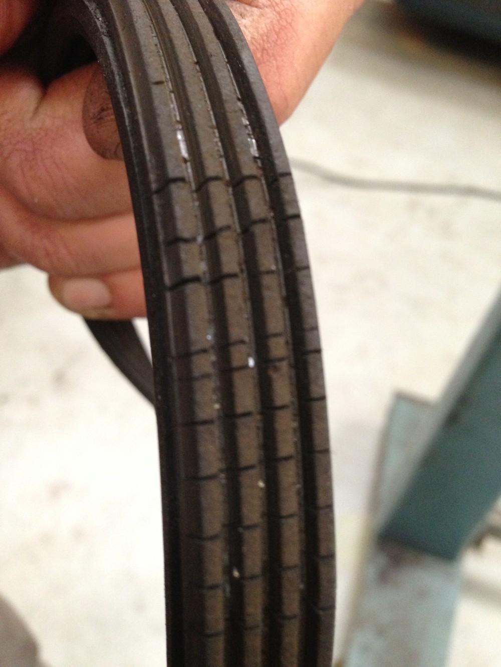 Correias quebradiças podem se romper e causar danos graves ao motor - e elas são baratas — Foto: Denis Marum