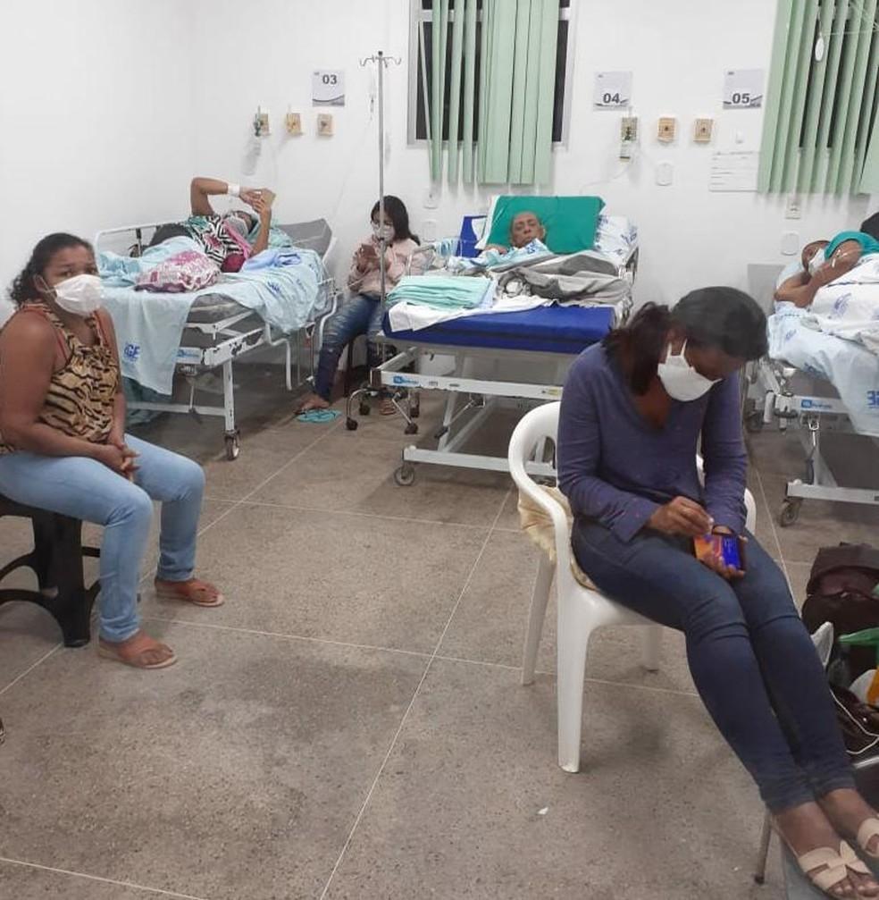 Enfermaria do HGE, em Maceió, com pacientes com Covid-19 e seus acompanhantes — Foto: Arquivo pessoal