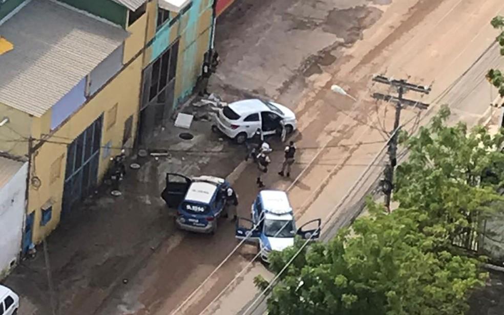 Suspeitos de assaltos foram baleados e pedestre atropelado durante perseguição policial em Salvador  — Foto: Lana Guerreiro/Arquivo Pessoal