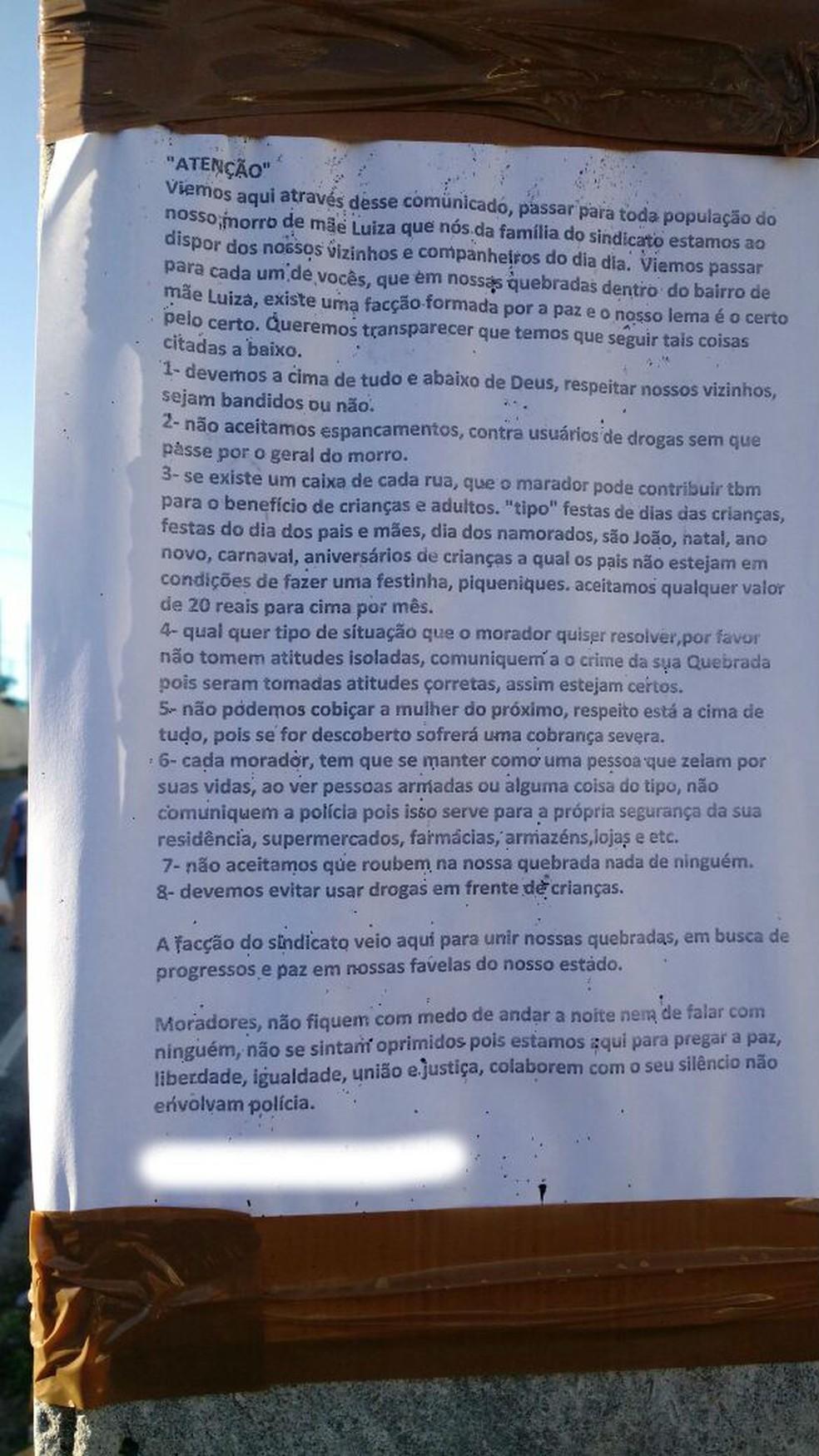 Cartazes foram colados em postes do bairro de Mãe Luíza (Foto: Divulgação/PM)