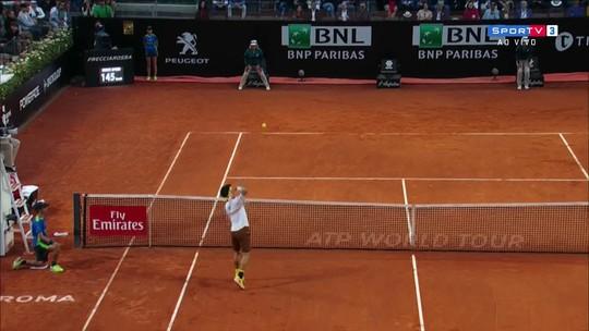 Djokovic desiste de ponto, mas Nishikori erra smash inacreditável