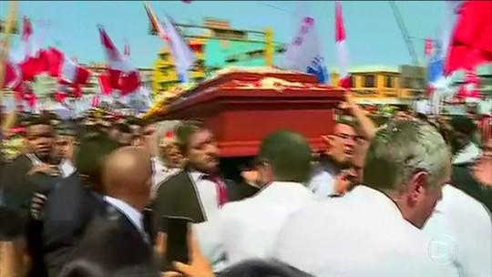 Multidão comparece ao velório do ex-presidente do Peru Alan García