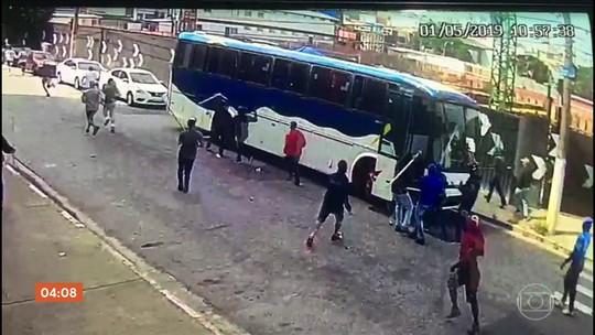 Câmera de segurança registra confronto entre torcidas do Palmeiras