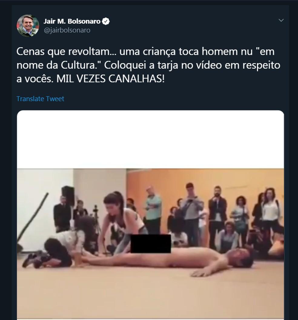 Postagem de Bolsonaro contra performance no Museu de Arte Moderna que exibia um homem nu; presidente botou tarja. — Foto: Reprodução