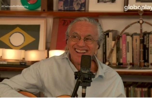 Para as lives de Caetano Veloso (Globoplay e YouTube/Canal Like). Foram maravilhosas. O músico emocionou cantando ao lado dos filhos, Moreno, Zeca e Tom. E nos lembrou do Brasil que amamos.  (Foto: TV Globo)
