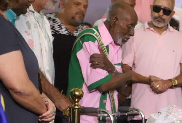 Nelson Sargento, presidente de honra da Mangueira, esteve no velório de Beth Carvalho (Foto: Daniel Pinheiro/AgNews )
