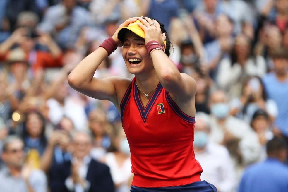Emma Raducanu comemora título do US Open — Foto: Elsa/Getty Images