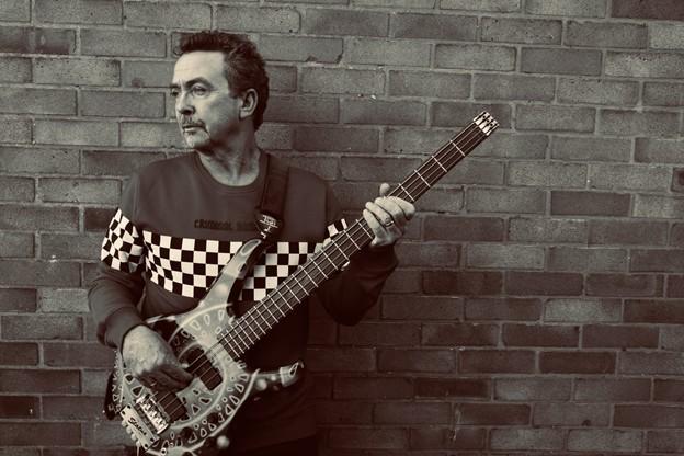 Tony Lewis, vocalista da banda britânica Outfield, morre aos 62 anos