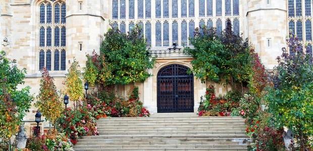 A entrada da capela de Windsor parecia ter saído dos contos de fada (Foto: Getty Images/ Reprodução)