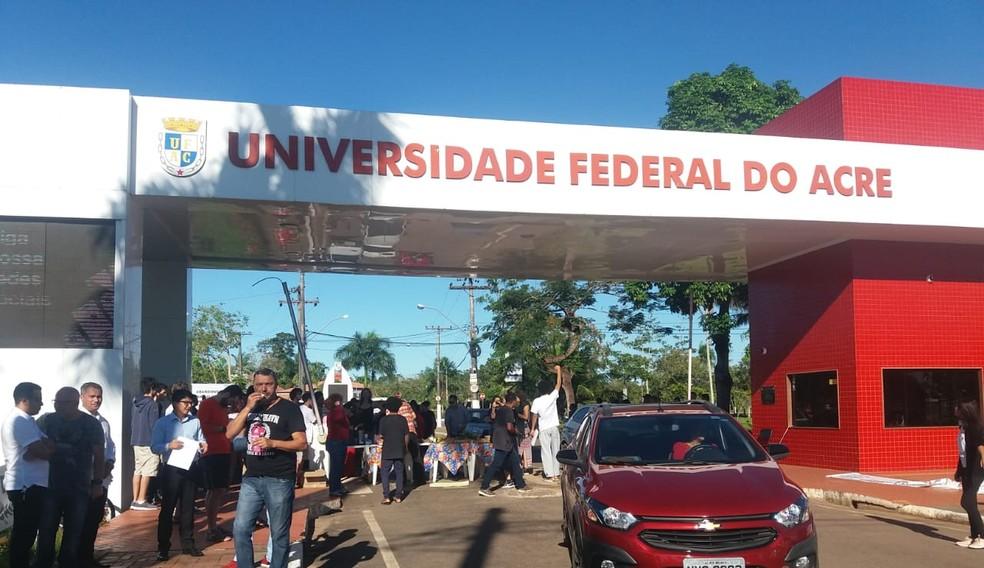 Ufac anuncia mudança no horário da biblioteca e redução nos serviços de limpeza para conter gastos — Foto: Luízio Oliveira/Rede Amazônica