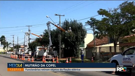 Funcionários da Copel fazem mutirão para retirar objetos da rede elétrica