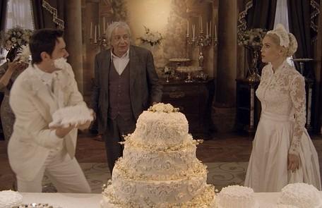 A novela teve três guerras de bolo. Elas aconteceram no casamento de Sandra com o falso Candinho; no de Eponina com Inácio (Mauro Mendonça); e no da loura com o verdadeiro Candinho, que a abandonou no altar TV Globo