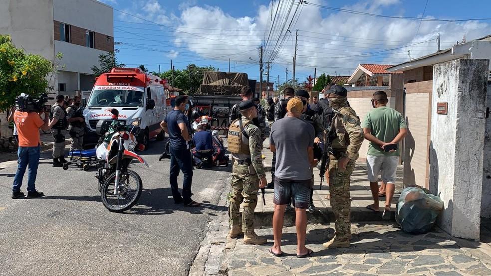 Tentativa de assalto deixou suspeito ferido, em João Pessoa — Foto: Walter Paparazzo/G1