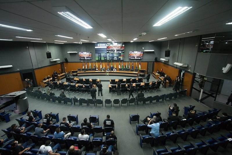 Após sete meses, deputados aprovam retorno total das atividades presenciais na Ale-RR