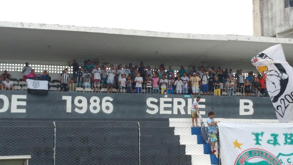 Título da Série B de 1986 está pintado no muro do Presidente Vargas, estádio do Treze. O mesmo acontece no Lacerdão, em Caruaru — Foto: Reprodução /TV Paraíba