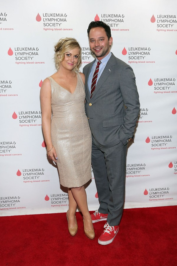 A atriz Amy Poehler e o comediante Nick Kroll (Foto: Getty Images)