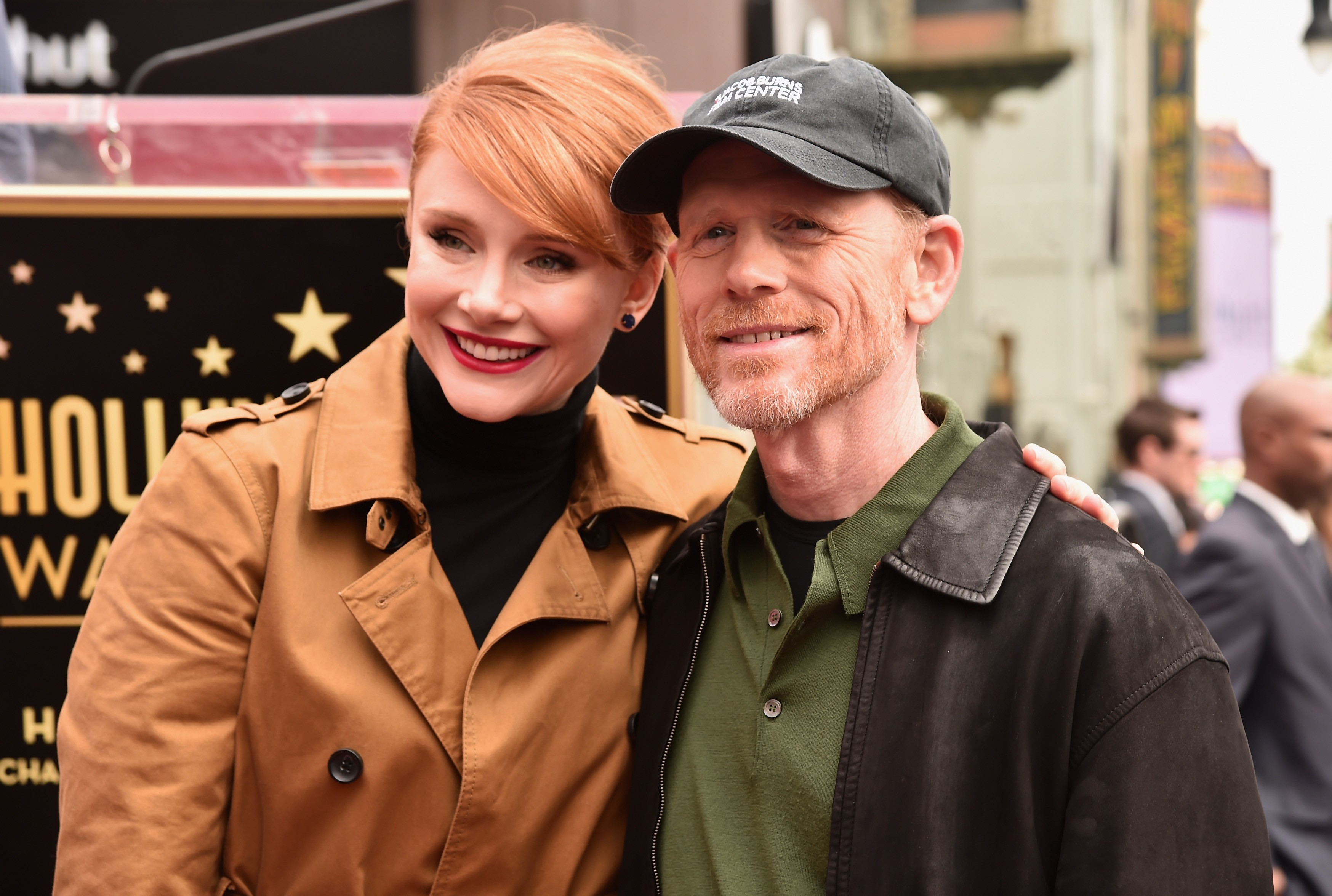 A atriz Bryce Dallas Howard com o pai, o diretor Ron Howard (Foto: Getty Images)