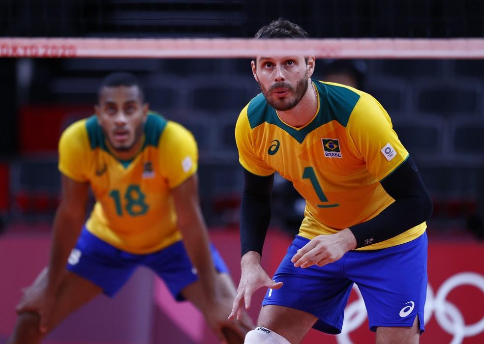 Bruninho e Lucarelli vôlei Brasil olimpíadas — Foto: CARLOS GARCIA RAWLINS / REUTERS