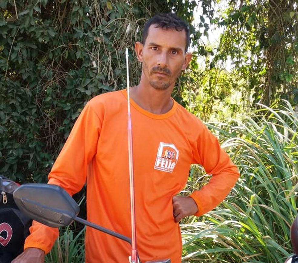 José Edvaldo, gari que mantém escolinha de futebol com próprio salário há 5 anos em Feijó (Foto: Arquivo pessoal)
