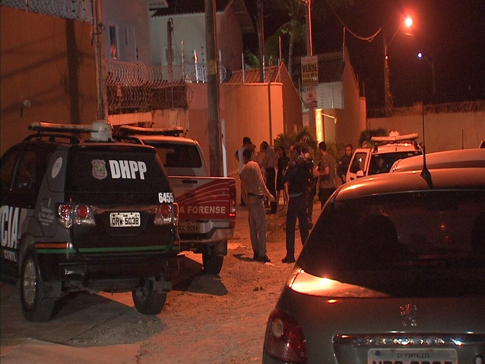 Crime ocorreu em imóvel na Rua Água da Prata, no Bairro Sapiranga, em Fortaleza (Foto: Reprodução/TV Verdes Mares)