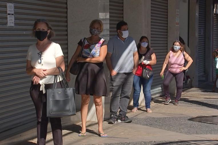 Governo estadual recomenda o uso de máscaras para a população ao sair de casa