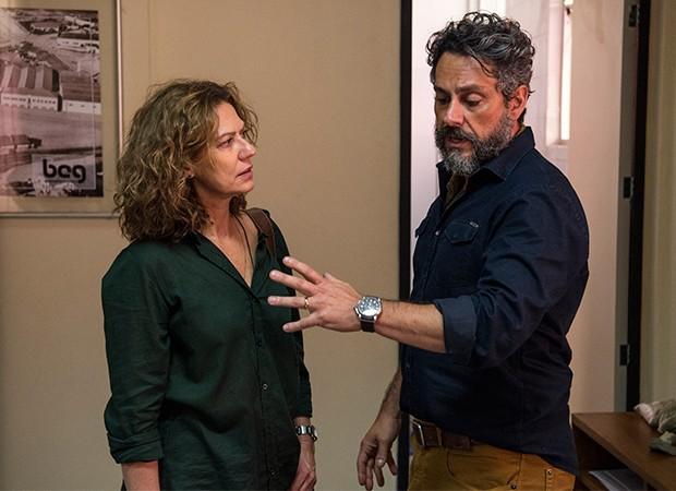 Pedro (Alexandre Nero) confessa a Cássia (Patricia Pillar) que teve desentendimento com Nonato (Marco Pigossi) (Foto: Globo/Estevam Avellar)