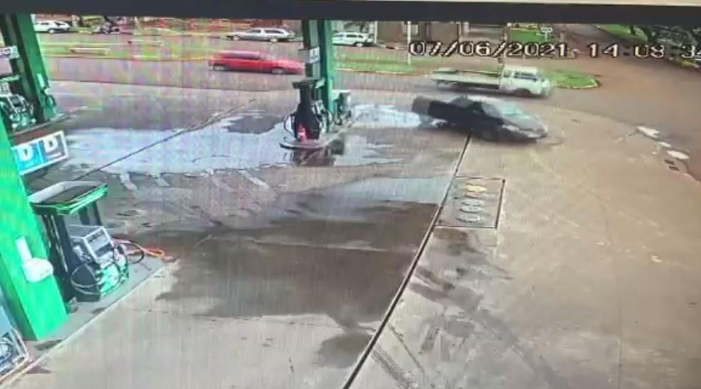 Motorista passou por posto de combustível — Foto: PRF