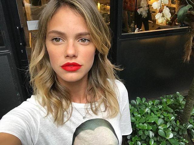 A atriz Laura Neiva fala sobre suas técnicas ecológicas para conter a menstruação (Foto: Reprodução/Instagram)