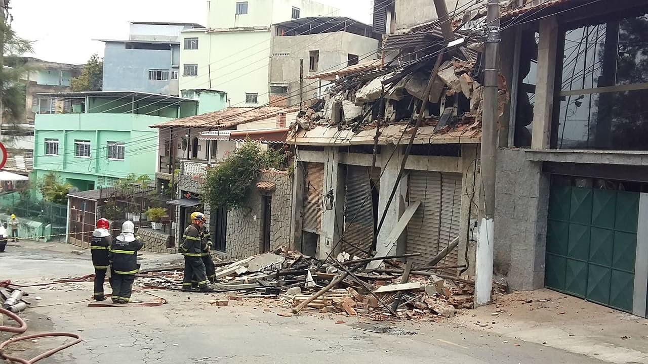 Liberada rua que estava interditada após incêndio em fábrica em Juiz de Fora - Radio Evangelho Gospel