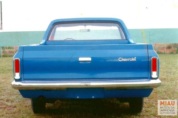 Traseira ostentava o logotipo da Chevrolet, mas não o nome do modelo (Foto: Divulgação)