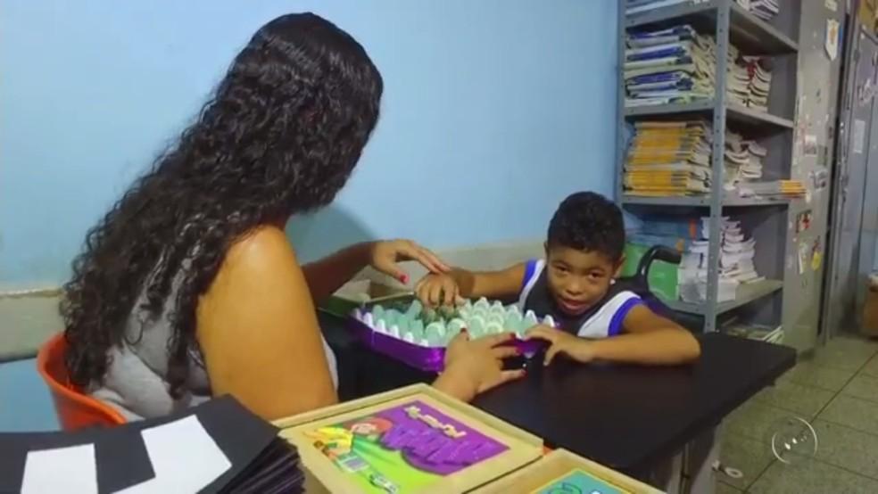 Kauã Henrique da Silva Fortunato está em processo de alfabetização em escola de Rio Preto (SP) (Foto: Reprodução/TV TEM)